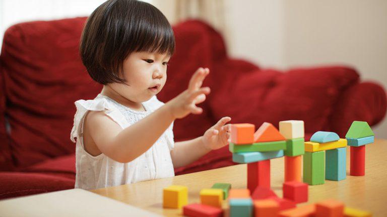 พัฒนาการเด็กวัย1ขวบ เริ่มจะต้องการเรียนรู้ สนใจ สิ่งต่างๆรอบตัว