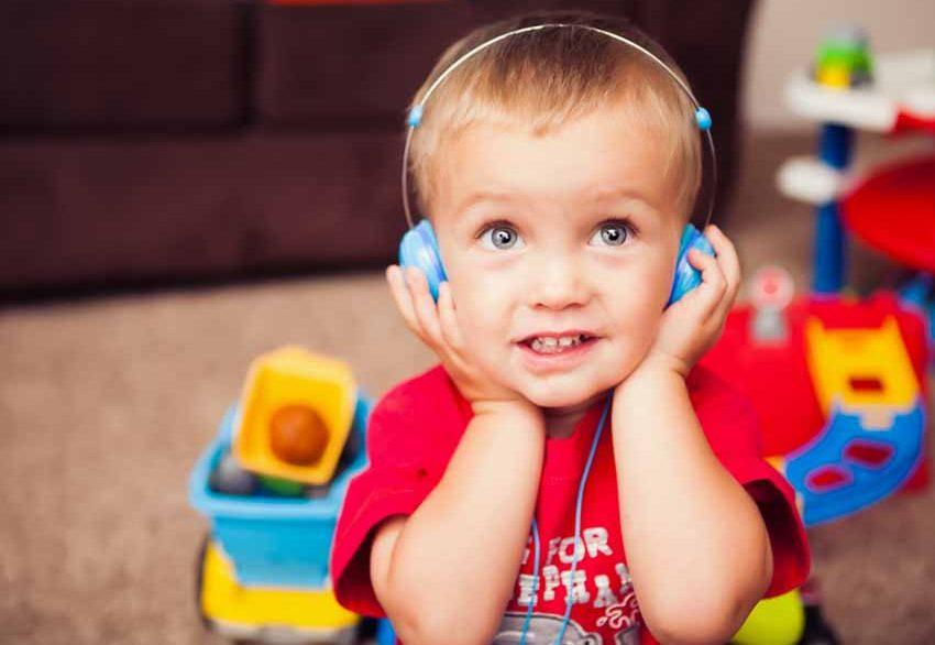 ทักษะการฟัง ควรเสริมให้กับลูกน้อย ตั้งแต่ก่อนวัยเข้าเรียน