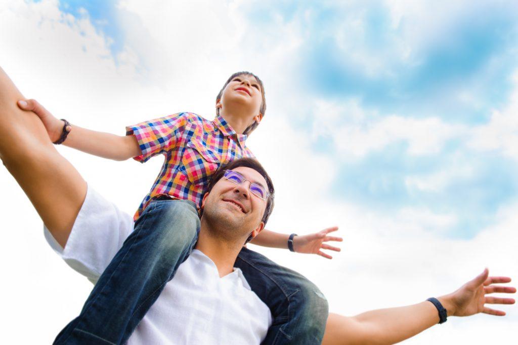 รื่องที่ควรสอนให้ลูกชาย สอนให้ลูกชายรู้จักการให้เกียรติต่อบุคคลอื่น