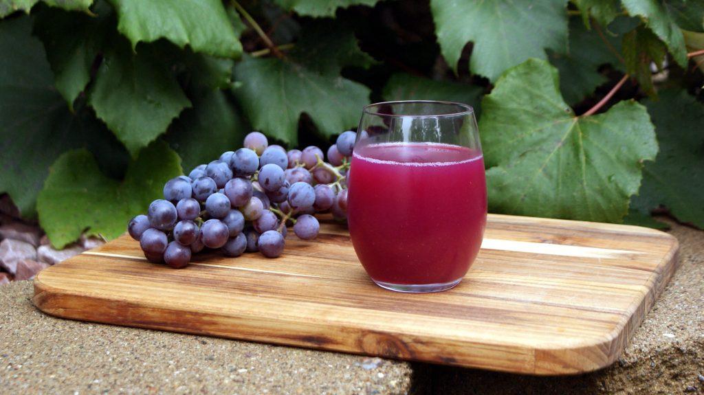น้ำผลไม้สำหรับคนท้อง น้ำองุ่น สามารถนำมาคั่นทานได้ทั้งเปลือก มีสารฟลาโวนอยด์