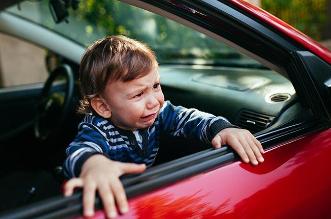4 เทคนิคที่ต้องจำและนำไปใช้ เพื่อช่วย ป้องกันการลืมเด็กไว้ในรถ