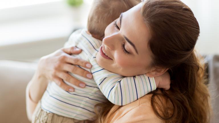 แนะนำ 3 ข้อดีของการกอดลูก การแสดงความรัก ในครอบครัว ที่ไม่ควรมองข้าม