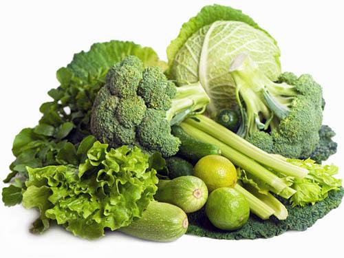 อาหารที่คุณแม่ตั้งครรภ์ควรทาน เพื่อให้ลูกนั้นมีผมที่ดกดำสวยงาม คือ ผักใบเขียว