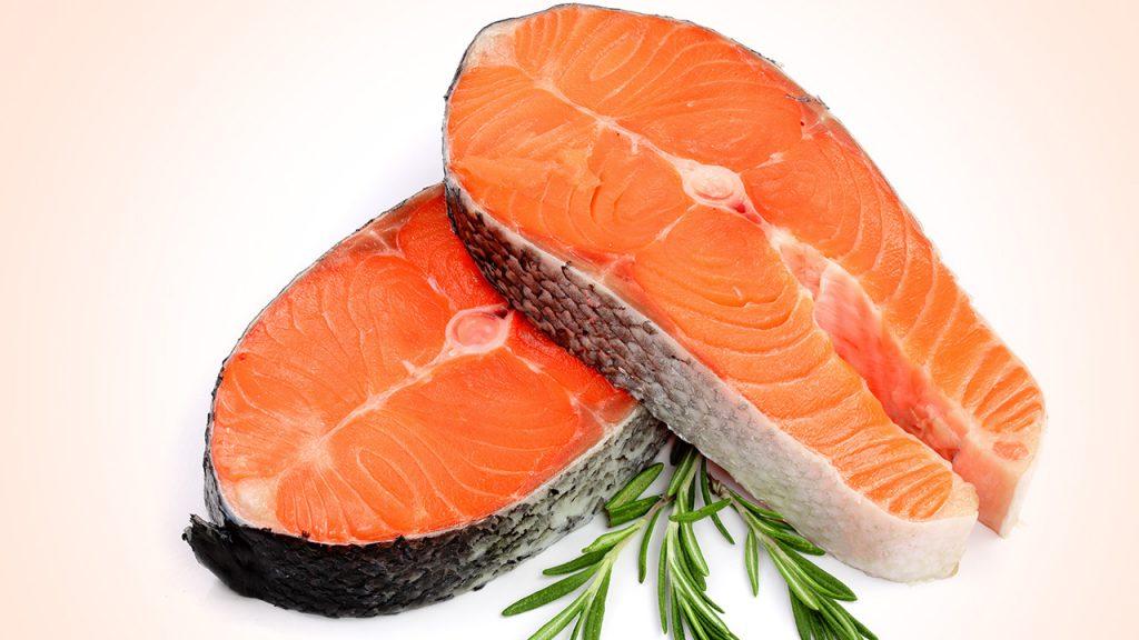 อาหารที่คุณแม่ตั้งครรภ์ควรทาน ที่ทำให้ผมลูกน้อยดกดำได้ คือปลาแซลมอน