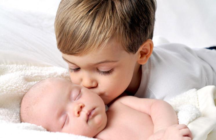 การแก้ปัญหาพี่อิจฉาน้อง  คือ แสดงความรักต่อกันทั้งครอบครัว