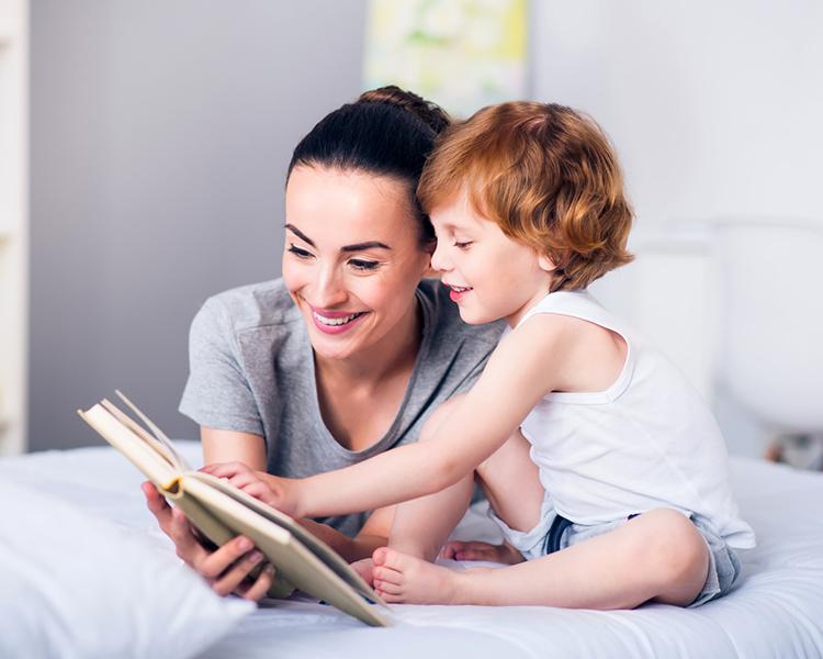 นิทานก่อนนอน จะช่วยให้เด็กสงบ และเป็นผู้ฟังที่ดีได้
