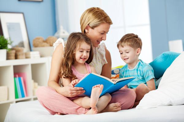 การอ่านนิทานก่อนนอนนั้นจะช่วยให้เด็กรู้สึกสงบ อบอุ่น ทำให้พวกเขามีสมาธิในการจดจ่อ เกี่ยวกับเรื่องราวของนิทานในวันนั้น
