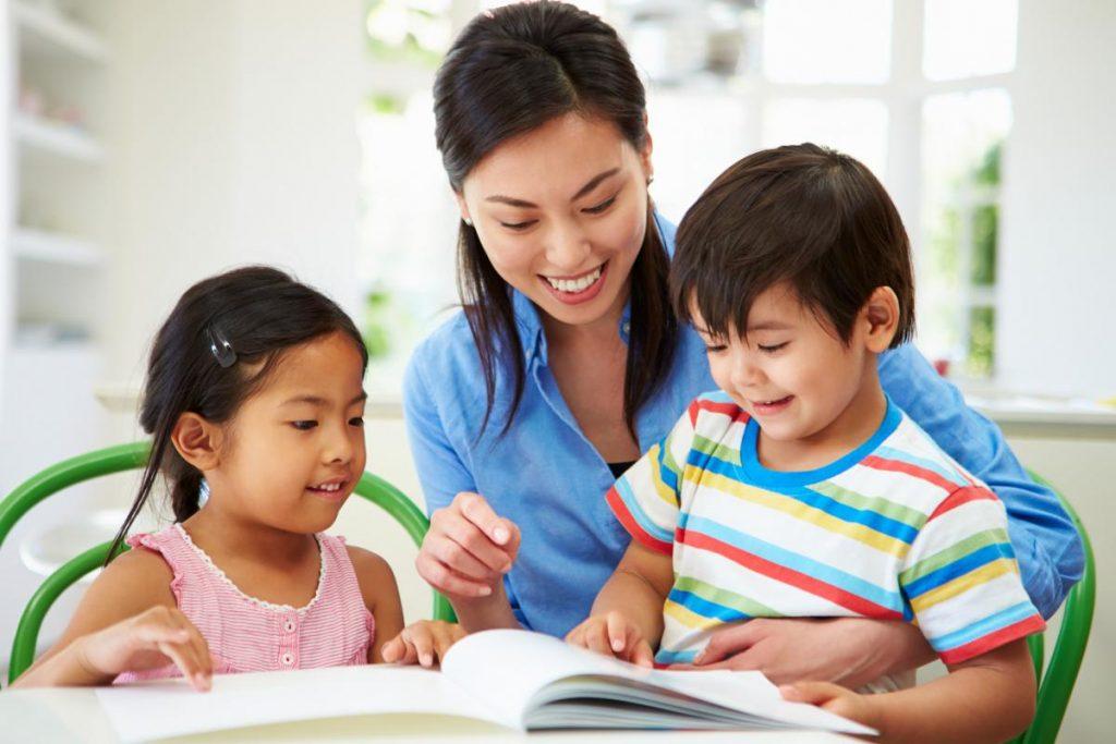 ส่งเสริมการอ่านให้ลูกน้อย ตั้งแต่ยังเล็ก มีข้อดีคือ พัฒนาทักษะทางภาษาให้ลูกน้อย