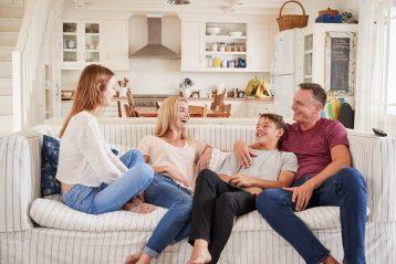 เลี้ยงลูกแบบเพื่อน สุดยอดวิธีรับมือ เมื่อลูกเริ่มโตขึ้น เข้าสู่วัยรุ่น