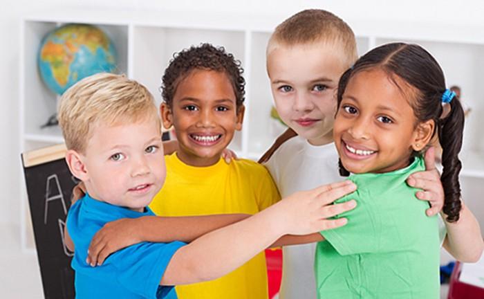 พัฒนาการทางสมองของเด็ก แรกเกิด – 2 ขวบ เด็กวัยนี้จะเรียนรู้เรื่องต่าง ๆ ได้ดี มีสัมผัสที่ดี และสมองของเขาจะเรียนรู้ด้วยการลองถูกลองผิด