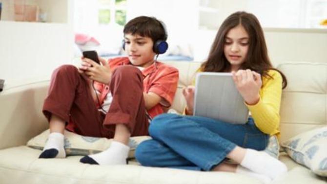 เลี้ยงลูกแบบเพื่อน เพื่อให้เด็กเกิดความไว้วางใจคุณ เหมือนกับที่เขาวางใจเพื่อนที่โรงเรียน