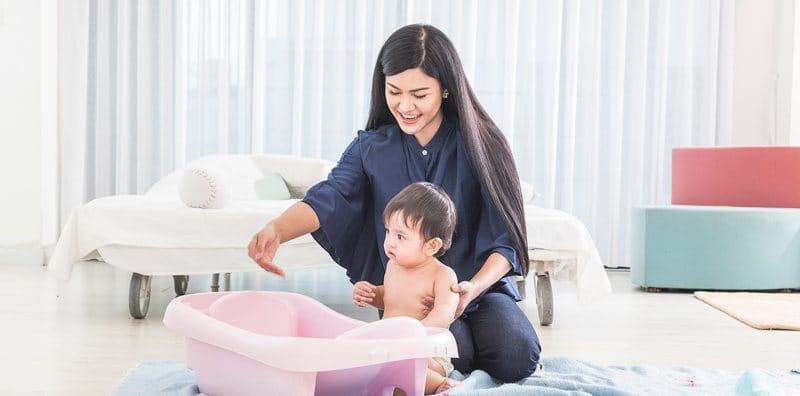 แนะนำเทคนิค การอาบน้ำให้ลูกน้อย ในหน้าหนาว ลูกน้อยสบายตัว พ่อแม่สบายใจ